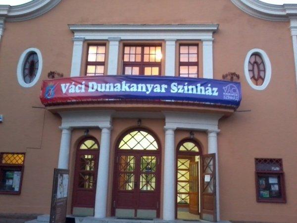 váci dunakanyar színház épülete